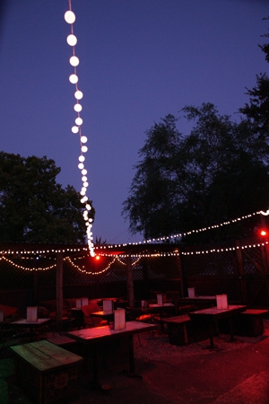 patio-lighting-barzarre-hoo